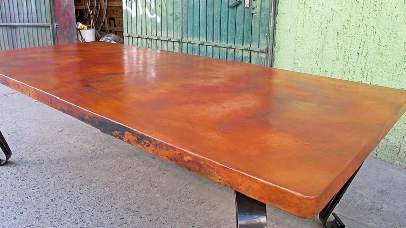 The lighting was excellent when I took these photos this afternoon. This photo gives you a really good view of what the table top patina color is. It is truly gorgeous!