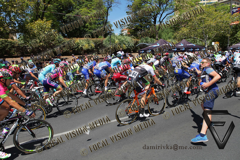 2016 Santos Tour Down Under . MAC Stage 6 Adelaide. Australia.Sunday 14/01/2016.Simon GERRANS (Aus) riding for Orica Green Edge Team (Aus) is the Sprint classification winner and the 2016 Overall Winner.Record 4th time in a row.<br /> Here rider pass the feed station.<br /> © ATP / Damir IVKA