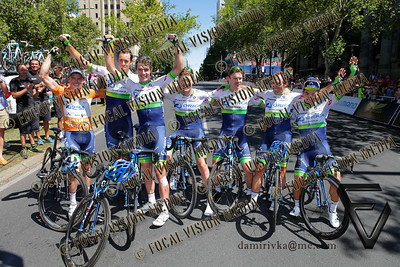 2016 Santos Tour Down Under . MAC Stage 6 Adelaide. Australia.Sunday 14/01/2016. Caleb EWAN riding for Orica Green Edge Team (Aus) won the close sprint to claim the stage win. Simon GERRANS (Aus)  riding for Orica Green Edge Team (Aus) is the 2016 Overall Winner. Record 4th time in a row. Here celebrating with the team. © ATP / Damir IVKA