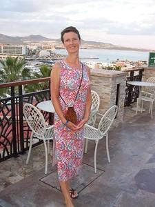 Caroline, her new dress, the Cabo harbor