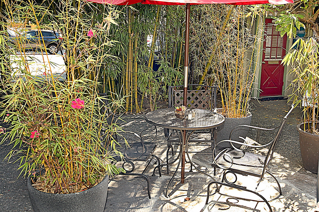 . Patio dining at Cafe aRoma. (Dan  Coyro -- Santa Cruz Sentinel)
