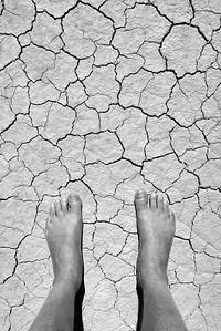 Descalzo en la aridez