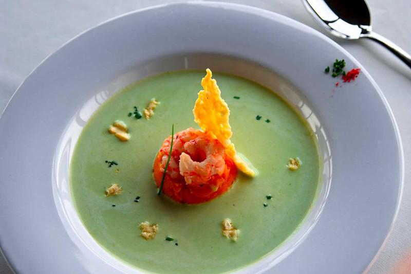Sopa crema de arvejas  y frutos de mar