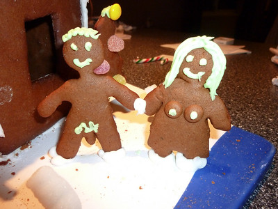 2010 12 12-Gingerbread House 004