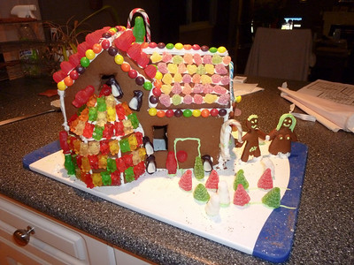2010.12.12-Gingerbread.House