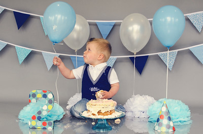 Cake Smash Photography by James Turner