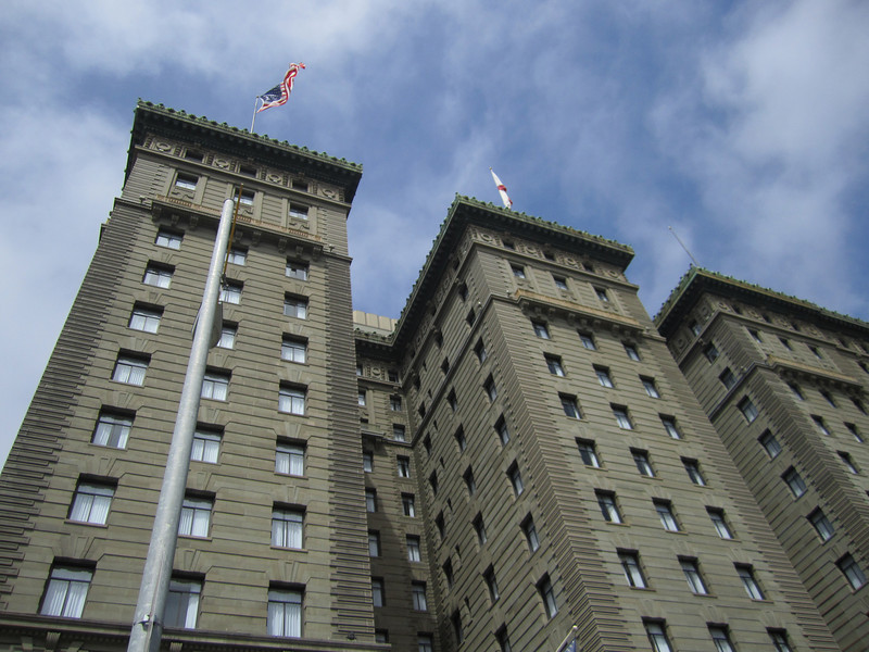 This is the Westin SF, it looks very much like the Chicago Hilton near Soldier Field.