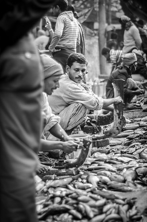 WAITING FOR THE SALE, KOLKATA, 2013.