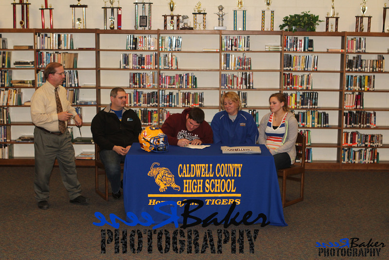 2013 Cole Signs to Play Football_0028