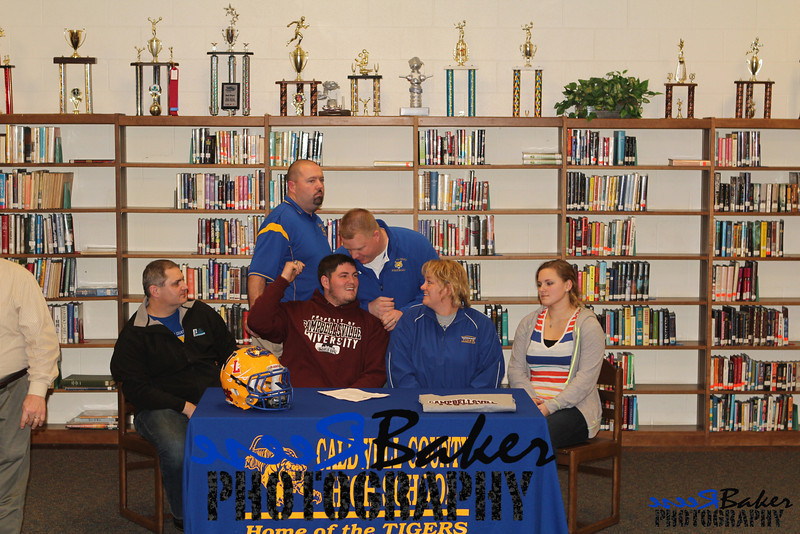 2013 Cole Signs to Play Football_0023