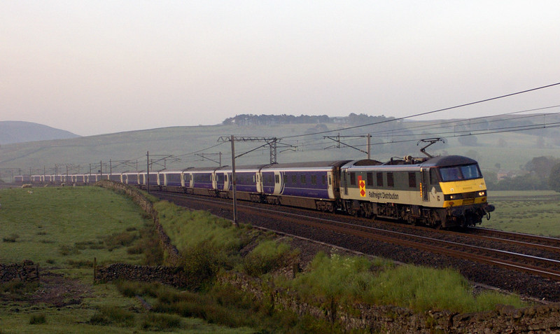 90021, 1S26, Greenholme, Wed 8 June 2005 - 0501.  The 2345 sleeper to Edinburgh and Glasgow, about 30 late.
