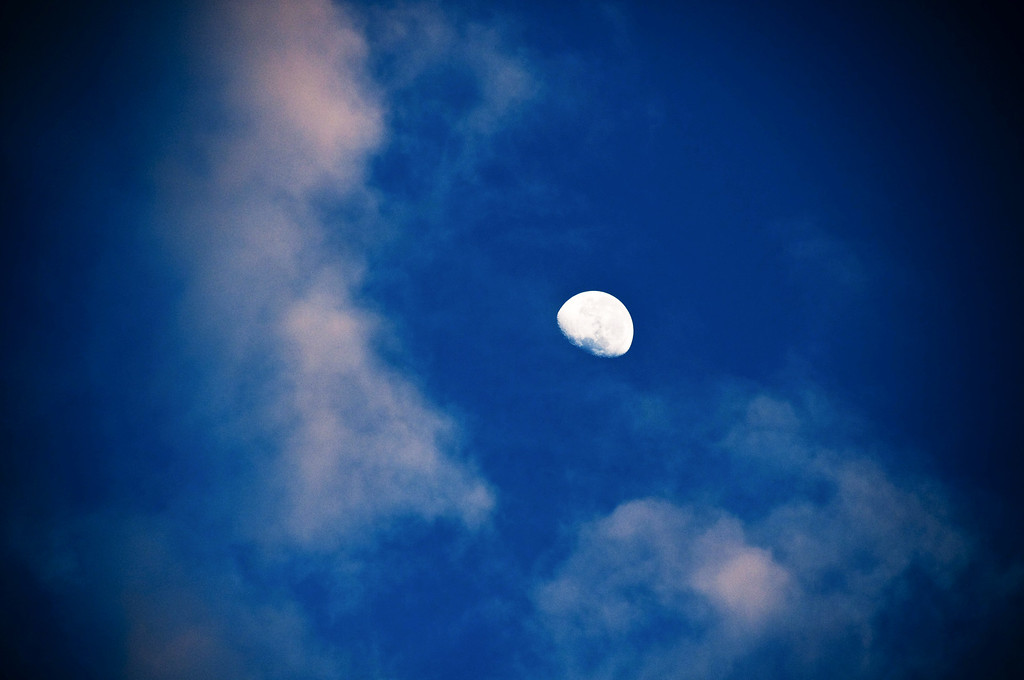 the moon at dawn in Wanaka