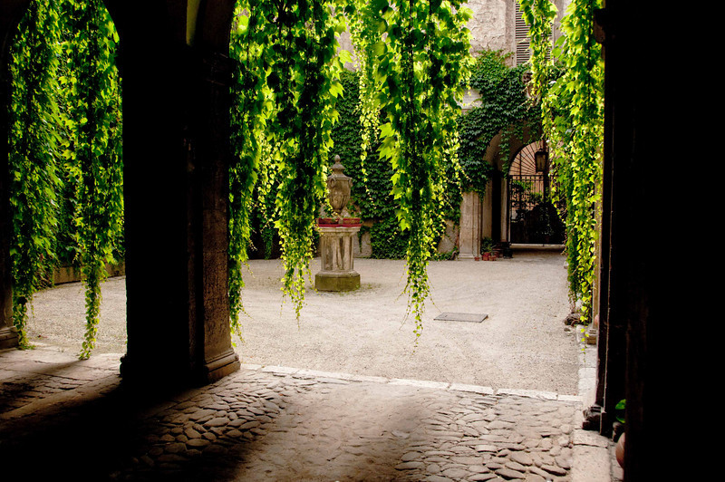 COURTYARD IN SARNANO, ITALY