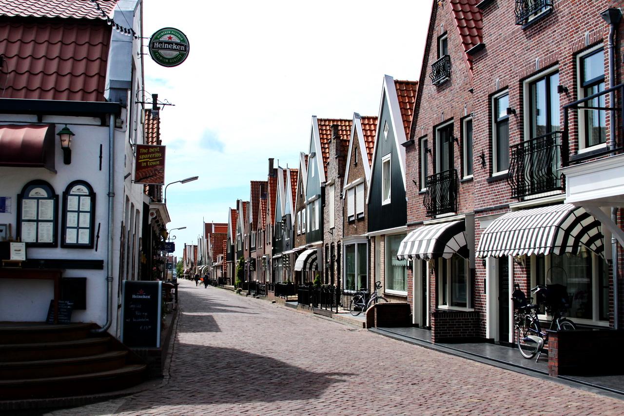 3_Feb_IMG_7162_calendar_volendam_street