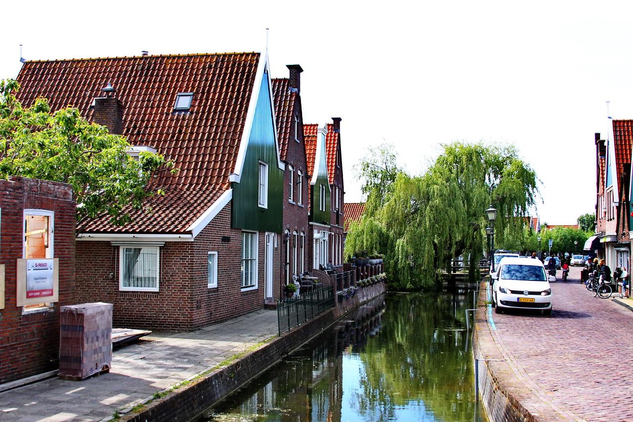 10_Sept_IMG_7193_calendar_volendam_canal_car