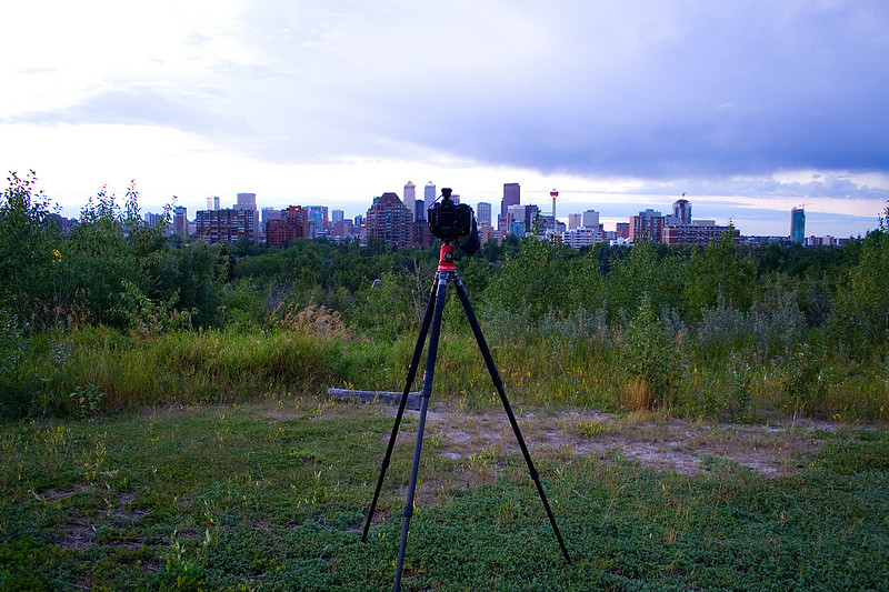 While Cly was scouting out the location, he spotted this splendid setup.  It was a Nikon D2X with GPS receiver on a Gitzo CF tripod with a fancy Markins Arca-Swiss monoball head.  The camera was mounted to the tripod head with a Really Right Stuff clamp well-suited for heavy equipment.  Cly was about to examine the lens but the owner returned and chased him away.This was an impressive collection of equipment!  Setups like this are quite a contrast to Cly's budget mishmash of Canon/Manfrotto pieces.