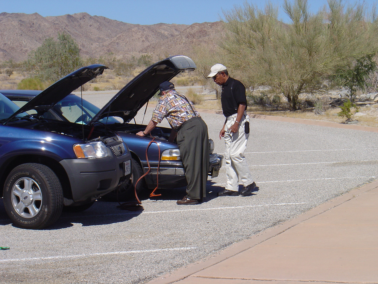 Of course no trip is complete without me helping out another visitor. This gentleman was having problems with his battery.