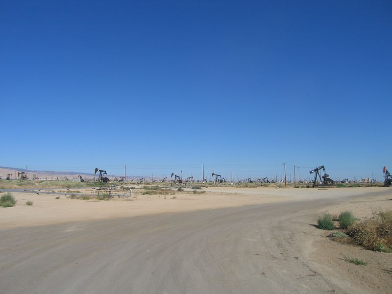 Leaving Taft on Rte 33.  The beginnings of oil farms near McKittrick.