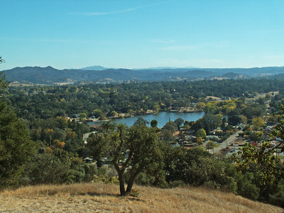 Looking southward viewing Atascadero Lake
