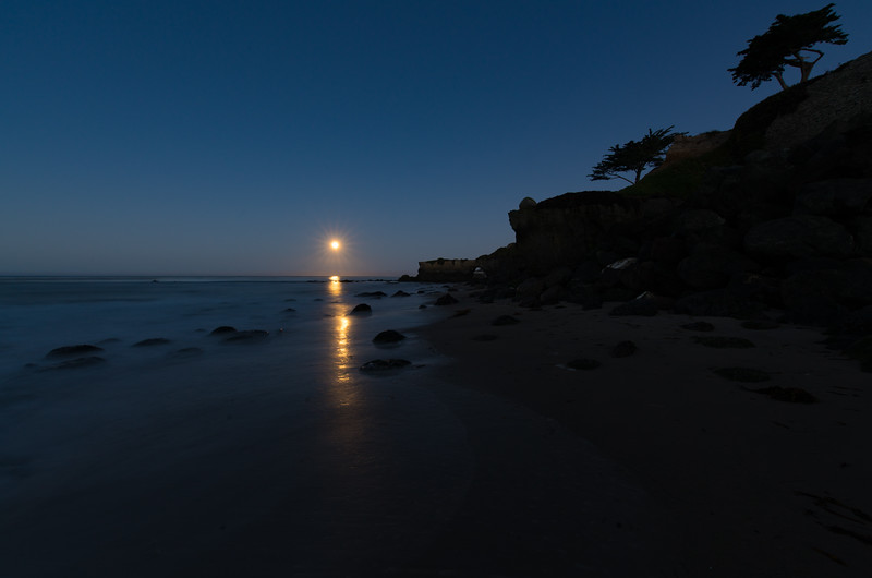 Moonset in Santa Cruz