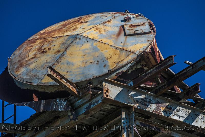 dilapidated water tank on tower horned owl habitat 2016 11-13 Staten Island Calif-004