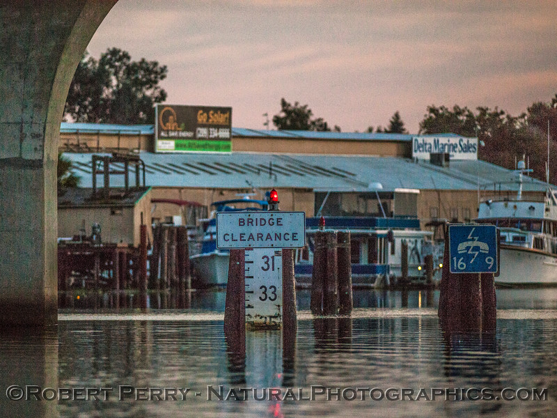 channel depth marker Tower Park Bridge-2016 11-05 Delta – Lodi--002