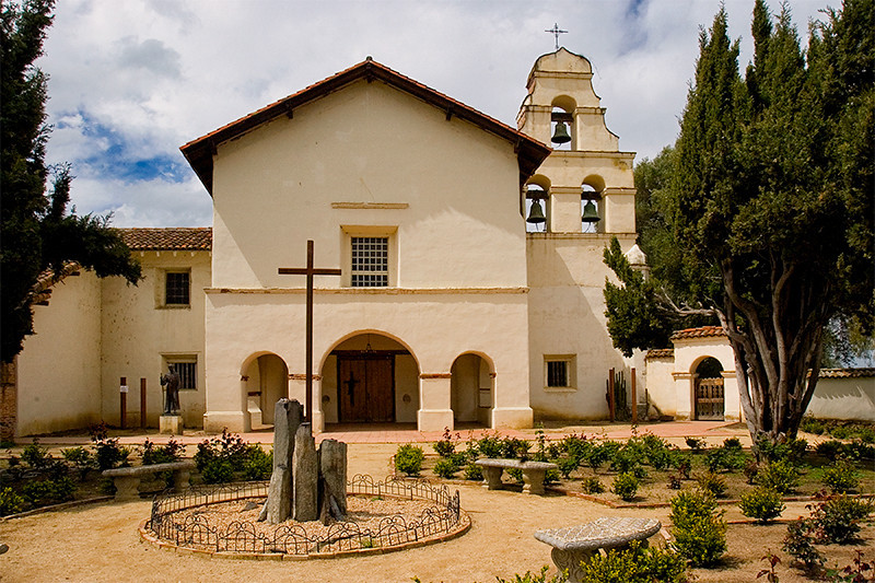 Established in 1797, San Juan Bautista is the fifteenth mission in the chain. The mission sits on the edge of a state park, and the town of San Juan Bautista itself is a well preserved mining town from the gold rush period.