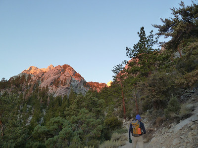 Catching a little bit of alpinglow on Thor Peak.
