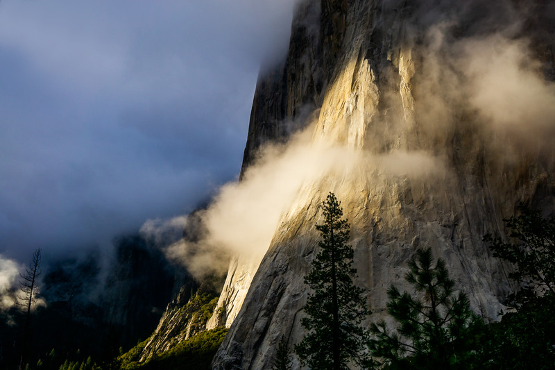 YOSEMITE EL CAPITAN - SUNSET AND CLOUDS