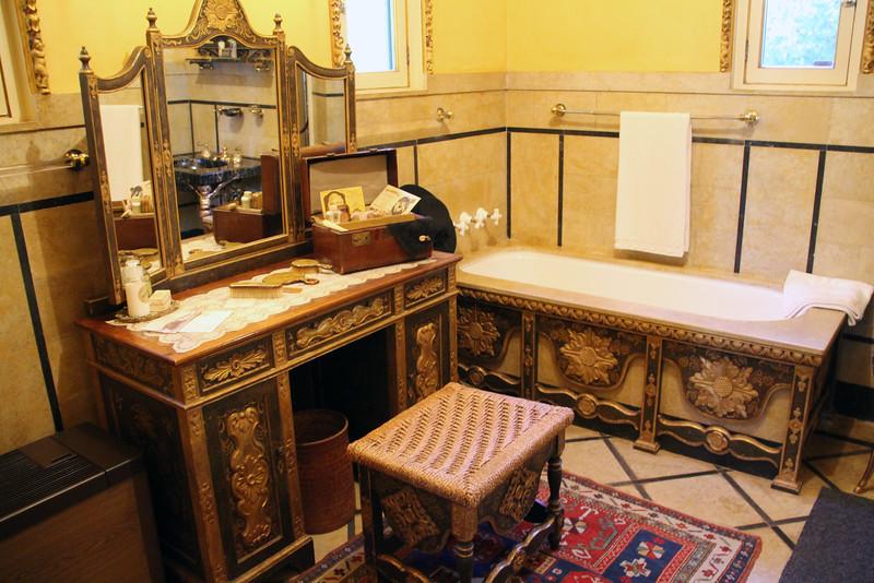Hearst Castle, Casa Del Mar Bathroom