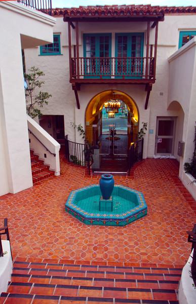 Catalina Island: Island Spa Courtyard