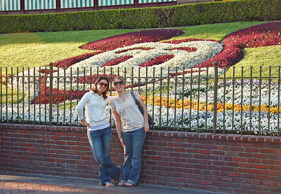 disneyland-women-flowers
