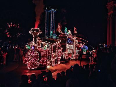 disneyland-parade-2