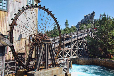 disneyland-water-wheel