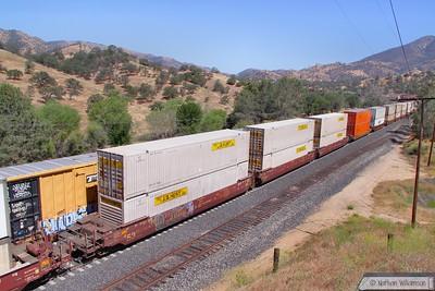 BNSF253453 passes Woodford, Mojave Sub  08/06/10