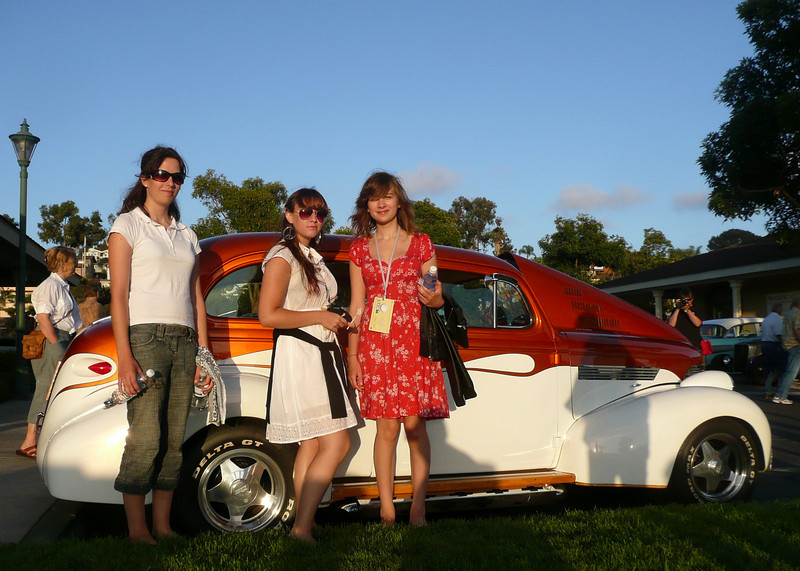 2008, Greta and Hannah with friend
