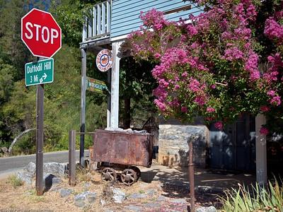 Street corner in Volcano