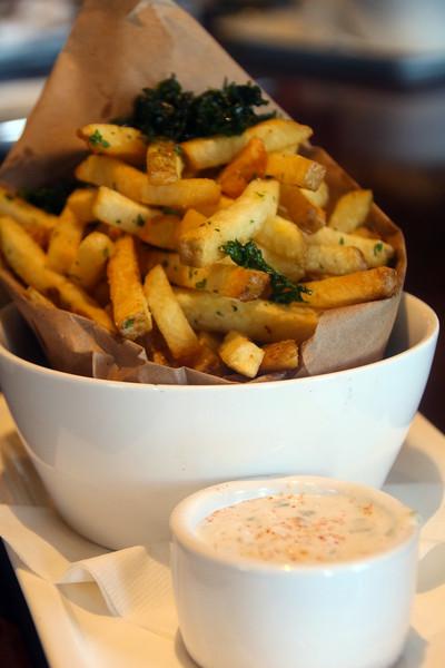 Healdsburg California, Willi's Seafood, Fries Topped with Kale Strips, Aioli Sauce