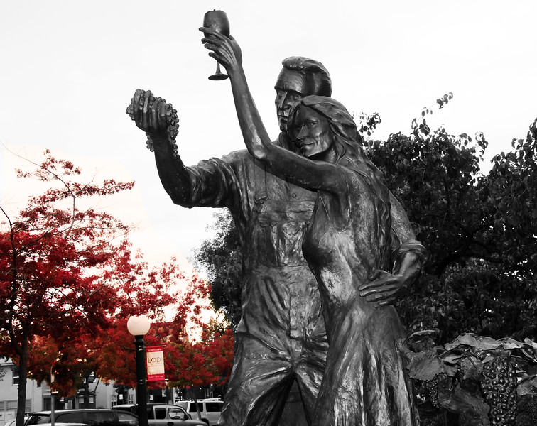 Lodi California, Wine Couple Statue, BW