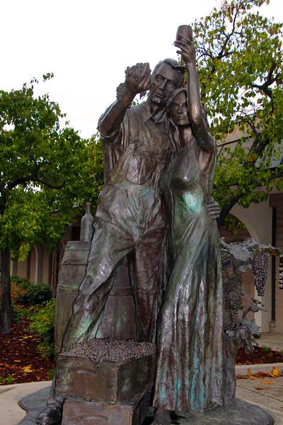 Lodi California, Celebrate the Harvest Wine Couple Statue
