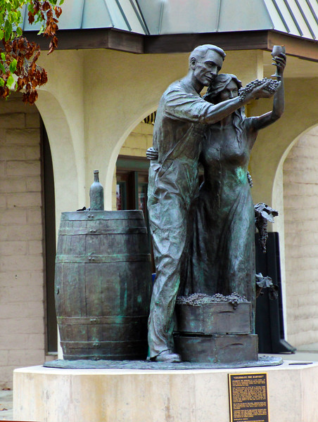 Lodi California, Celebrate the Harvest Statue,