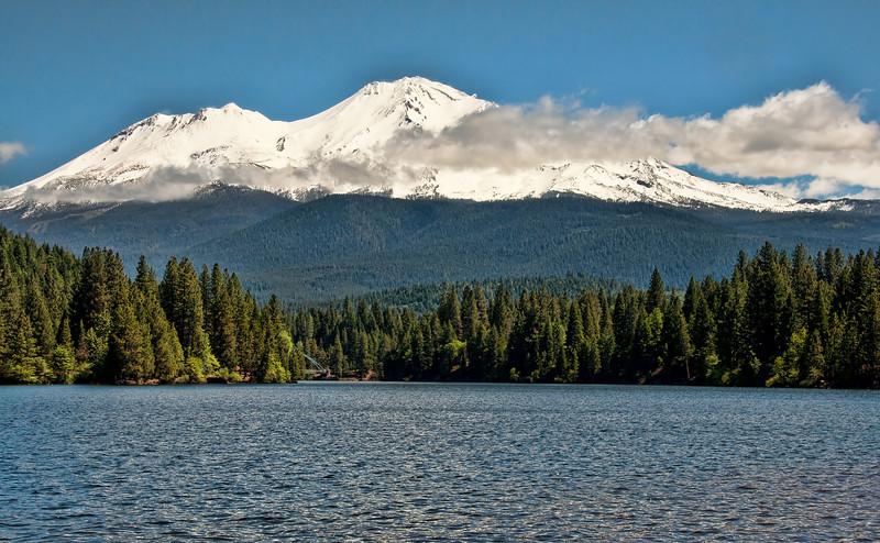 shasta-lake-mountain