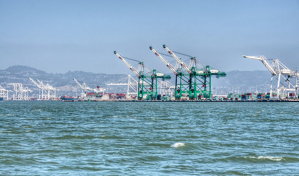 oakland-shipping-port