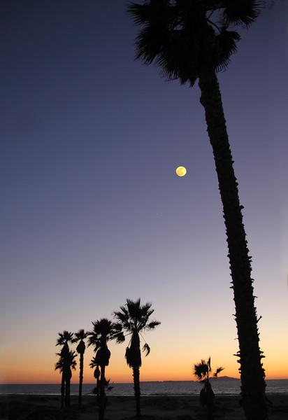 Oxnard California, Moon Over Mandalay Beach