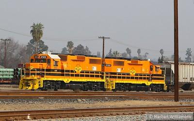SJVR2122 + SJVR2120 (both EMD BL-20-2's) at Kern Junction in Bakersfield Yard  29/01/15