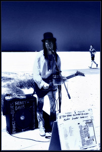 Prince of the Blues Honey Davis  working on Venice Beach