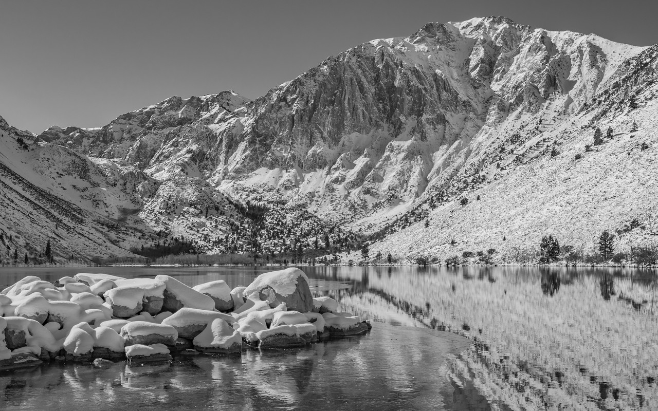 This is winter at Convict Lake in California. (© Erica Jacques 2016)