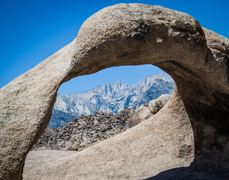 Where Mount Whitney and Mobius Arch align in Lone Pine, CA (© ERICA JACQUES 2018)