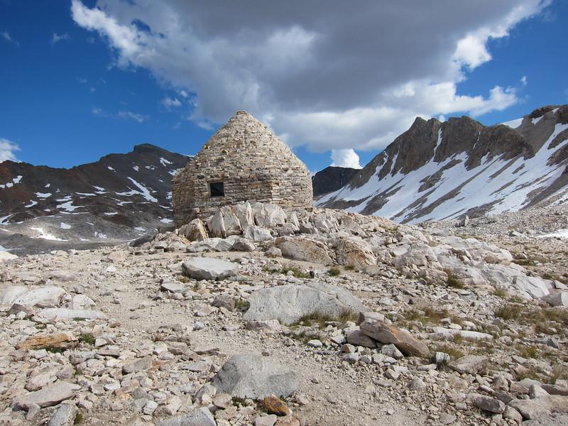 The stone hut at Muir Pass