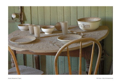 Bodie Breakfast Table